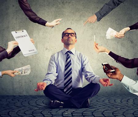 Foto de Mature business man is meditating to relieve stress of busy corporate life - Imagen libre de derechos