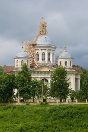 Photo pour Savior Transfiguration Cathedral close-up on a gloomy July day. Torzhok, Russia - image libre de droit