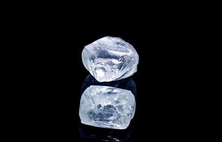 Photo pour Raw diamond isolated on black background. - image libre de droit