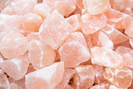 Photo pour Pink himalayan salt, selective focus - image libre de droit