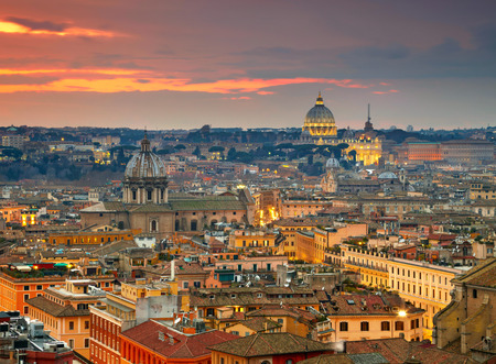 Foto de Wonderful view of Rome at sunset time with St Peter Cathedral - Imagen libre de derechos