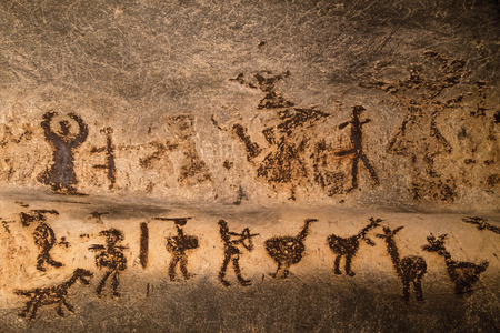 Foto de Beautiful cave paintings dating from the late Neolithic, Epipaleolithic and early Bronze Age.  The Magura cave in Bulgaria. - Imagen libre de derechos