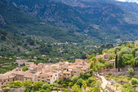 Photo pour Fornalutx - historical village in the mountains of Mallorca, Spain - image libre de droit