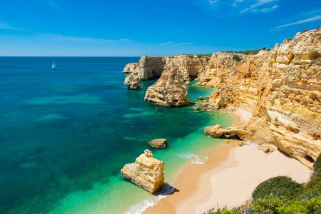 Foto de Praia da Marinha - Beautiful Beach Marinha in Algarve, Portugal - Imagen libre de derechos