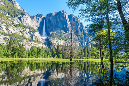 Foto de Yosemite National Park - Reflection in Merced River of Yosemite waterfalls and beautiful mountain landscape, California, USA - Imagen libre de derechos