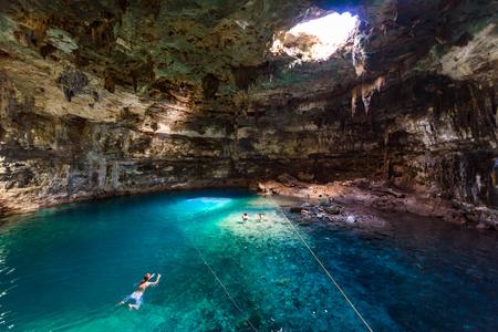 Photo pour Cenote Samula Dzitnup near Valladolid, Yucatan, Mexico - swimming in crystal blue water - image libre de droit