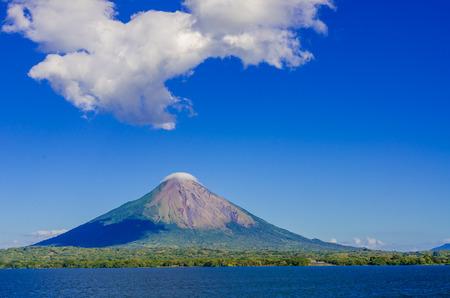 Foto de Island Ometepe with vulcano in Nicaragua - Imagen libre de derechos