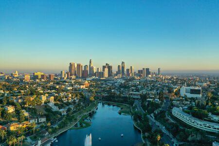 Foto de Echo Park and downtown of Los Angeles in the sunset - Imagen libre de derechos
