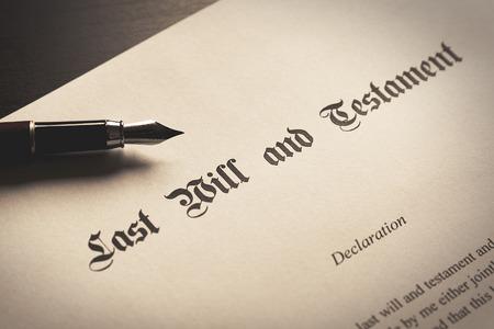 Photo pour Last Will and Testament concept. Close up of fountain pen on desk - image libre de droit