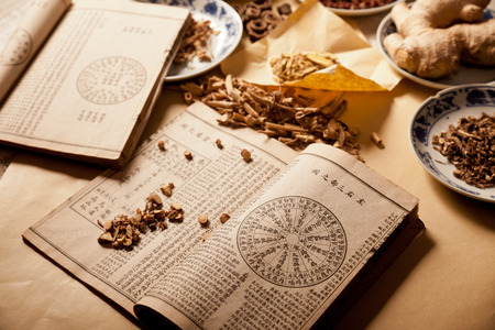 Photo pour Ancient Chinese medical books in the Qing Dynasty, the Chinese herbal medicine on the table - image libre de droit
