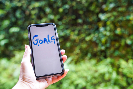 Photo pour Smart phone with text, Life Goals written on it - image libre de droit