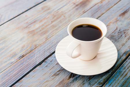 Photo pour Coffee cup on wooden tables - vintage effect style pictures - image libre de droit
