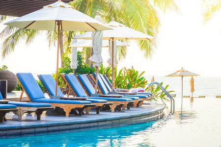 Photo pour Hotel resort pool on sunrise time - vintage filter and sunflare effect - image libre de droit