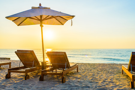 Photo pour Beach bed with sun flare twilight time - image libre de droit