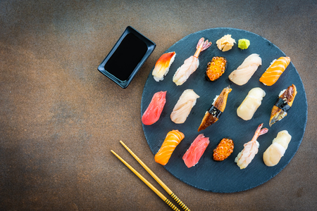 Photo pour Nigiri sushi set with salmon tuna fish shrimp prawn eel shell and other sashimi on black slate - Japansese food style - image libre de droit