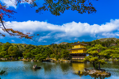 Foto de Beautiful Kinkakuji temple with golden pavillion landmark of Kyoto japan - Imagen libre de derechos