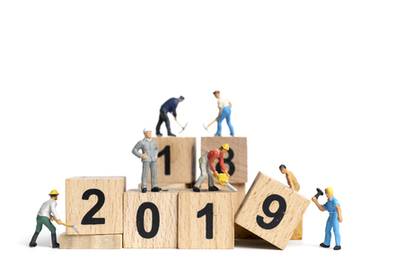 Photo pour Miniature worker team painting number 2019 on white background , Happy new year 2019 concept - image libre de droit