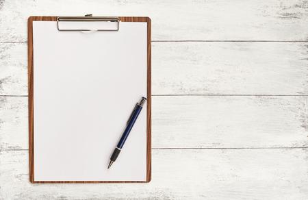 Foto de Blank paper on wooden clipboard with space on background - Imagen libre de derechos
