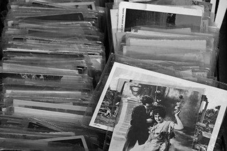 Foto de ATHENS, GREECE - MAY 21, 2015: Old photos and vintage postcard prints for sale at flea market. Black and white. - Imagen libre de derechos