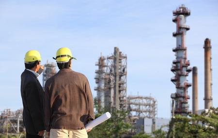 Photo pour two engineer on site - image libre de droit