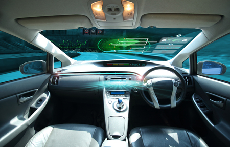 Photo pour electric car or  intelligent car. connected car. Internet of Things. Heads up display(HUD).futuristic vehicle and graphical user interface(GUI).self-driving  mode ,  vehicle running self driving mode and a woman driver - image libre de droit