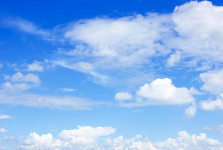 Photo pour clouds in the blue sky - image libre de droit
