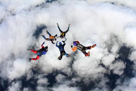 Photo pour Skydivers are in the sky. - image libre de droit