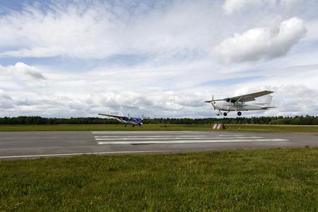 Foto de A small airplane is landing, - Imagen libre de derechos