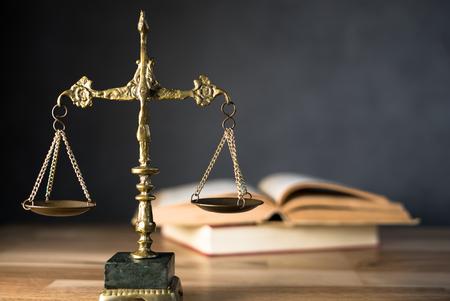 Foto de law judge, justice scale, justice scale, books - Imagen libre de derechos