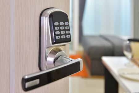 Foto de Electronic door access control system machine with number password door..Half opened door handle closeup, entrance to a living room.Door lock with keys number. - Imagen libre de derechos
