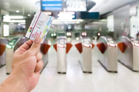 Foto de 25-February 2018 Passenger holding ticket at the entrance at Singapore MRT station - Imagen libre de derechos