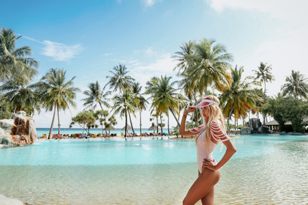 Foto de fashion outdoor photo of beautiful sexy woman with blond hair in elegant beach clothes relaxing in Maldive island - Imagen libre de derechos