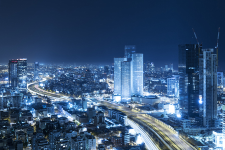 Photo pour Tel Aviv Skyline At Night, Skyscraper and Ayalon Freewayjourney - image libre de droit