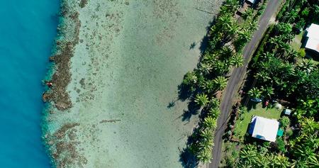 Photo pour house at the edge of a lagoon, polynesia - image libre de droit