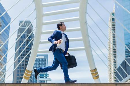 Foto de Business man run to work in rush hour - Imagen libre de derechos
