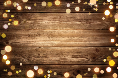 Photo pour Festive rustic wood background with dark vignette and framed by glowing bokeh lights, ideal for Christmas, advertisement or party - image libre de droit