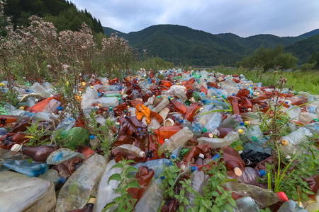 Foto de plastic garbage on mountains closeup - Imagen libre de derechos