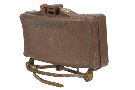 Photo pour MON-50 soviet, plastic bodied, directional type of anti-personnel mine. Text on russian - Toward enemy. Isolated on white background - image libre de droit