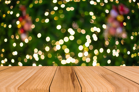 Photo pour Christmas holiday background with empty wooden deck table over festive bokeh. Ready for product montage. - image libre de droit