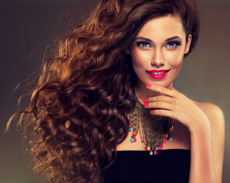 Foto de Beautiful model brunette with long curled hair and jewelry necklace - Imagen libre de derechos