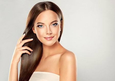 Photo pour Beautiful model girl with shiny brown straight long hair . Care and hair products - image libre de droit