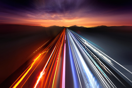Photo pour Fast moving traffic light trails at night. - image libre de droit