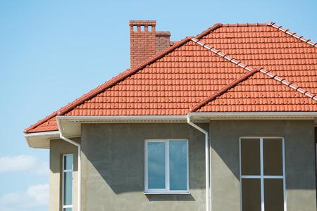 Photo pour new home and roof - image libre de droit