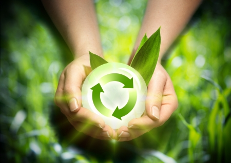 Photo pour renewable energy in the hands - image libre de droit