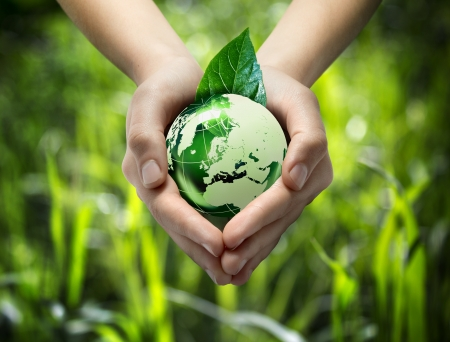 Photo pour green world in the heart hand - grass background - image libre de droit