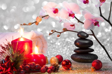 Foto de massage composition christmas spa with candles, orchid, stones  - Imagen libre de derechos