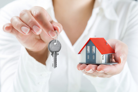 Foto de real estate agent handing over keys to home  - Imagen libre de derechos