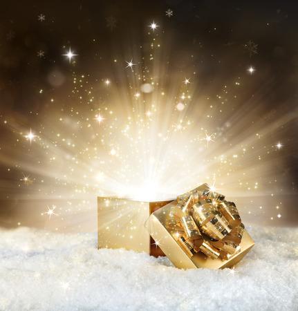 Photo pour magic shining of christmas gift - golden stardust and snow - image libre de droit