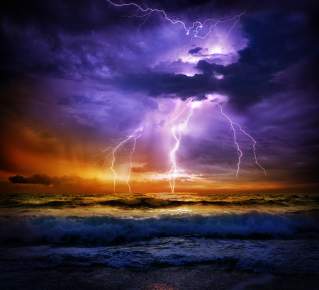 Photo pour lightning and storm on sea to the sunset - bad weather - image libre de droit