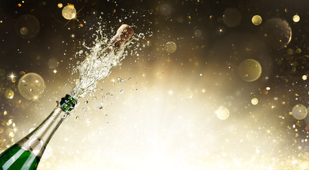 Photo pour Champagne Explosion - Celebration New Year - image libre de droit